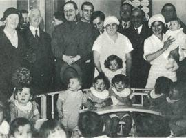 La crèche en 1920 – à gauche, Madame Bleustein et Monsieur Beilin.